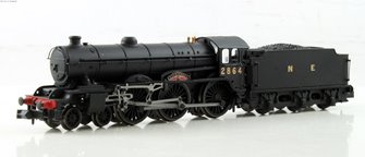 "Class B17 4-6-0 2864 ""Liverpool"" in LNER wartime black. DCC Fitted"