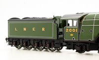 Hornby R3440 Class P2 2-8-2 2001 'Cock O' The North' in LNER apple green - gloss finish