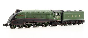 "Class A4 4-6-2 4482 ""Golden Eagle"" in LNER apple green with valances"