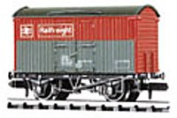 Railfreight Box Van, BR red/grey